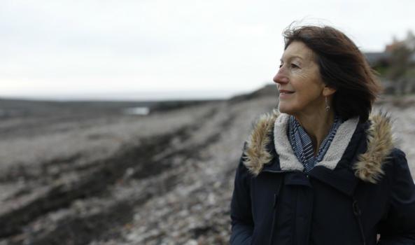 LInda, a Legacy Pledger on the beach