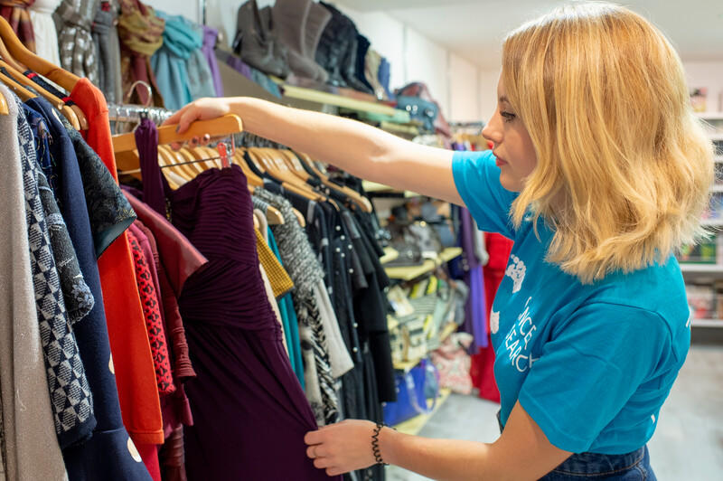 Volunteer in a CRUK store